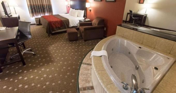 Hot Tub suite in Comfort Inn Pittsburgh, near Heinz Field, PA