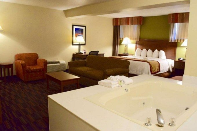 Hot Tub Suite in Best Western Town and Country Inn, Cedar City, UT