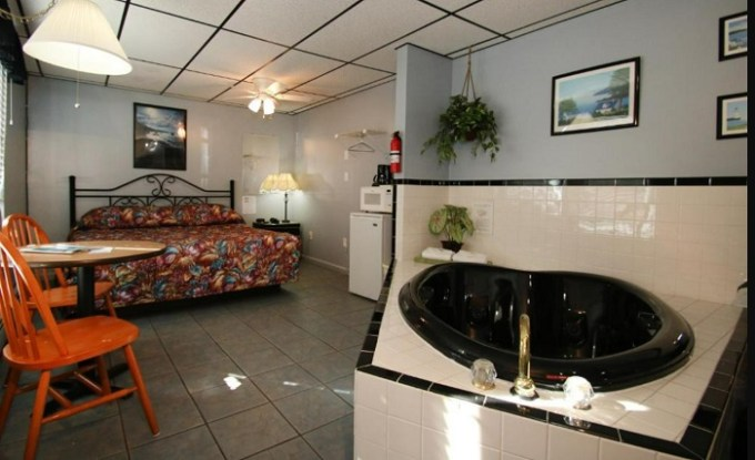 Room with a whirlpool tub in Biarritz Motel & Suites, Old Orchard Beach, Maine