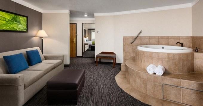 Suite with a whirlpool tub in Best Western Landmark Inn, Park City, Utah