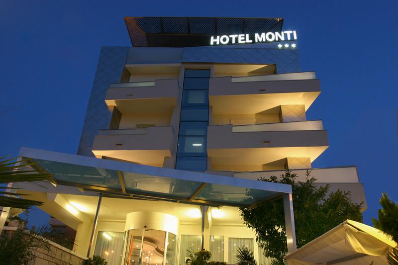 Hotel Monti vicino al mare nel Centro di Rimini Offerte