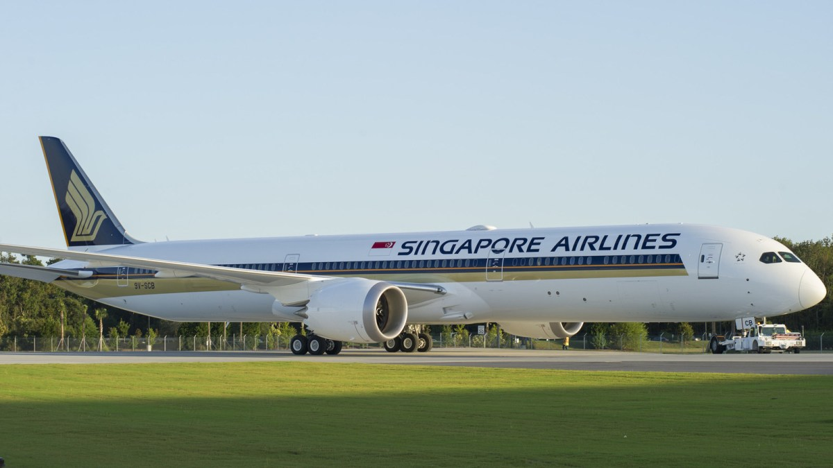 Boeing_Singapore_Airlines_787_10.jpg