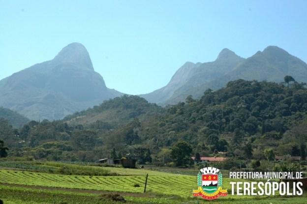Quem passa pelo circuito turístico Tere-Fri fica encantado com as belezas da estradam, e uma delas são as grandes rochas que formam a Mulher de Pedra.