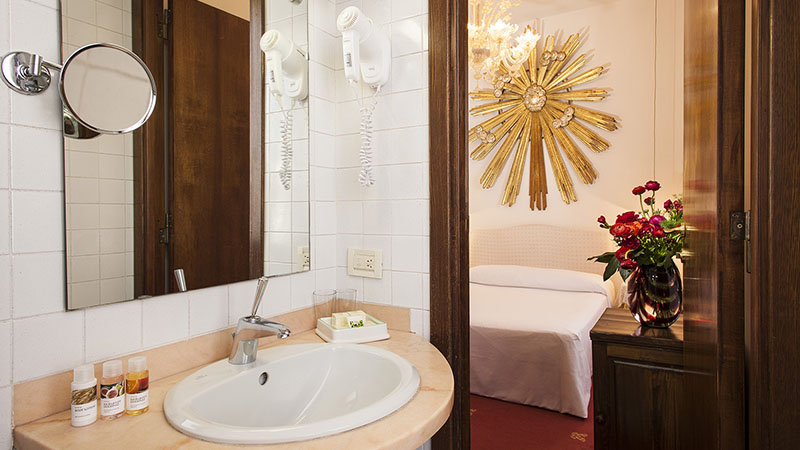 Bagno camera Hotel Columbia