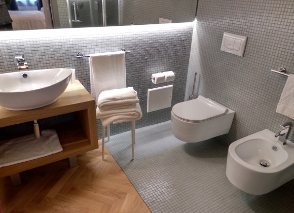 bagno camera numero 6 hotel dal menga