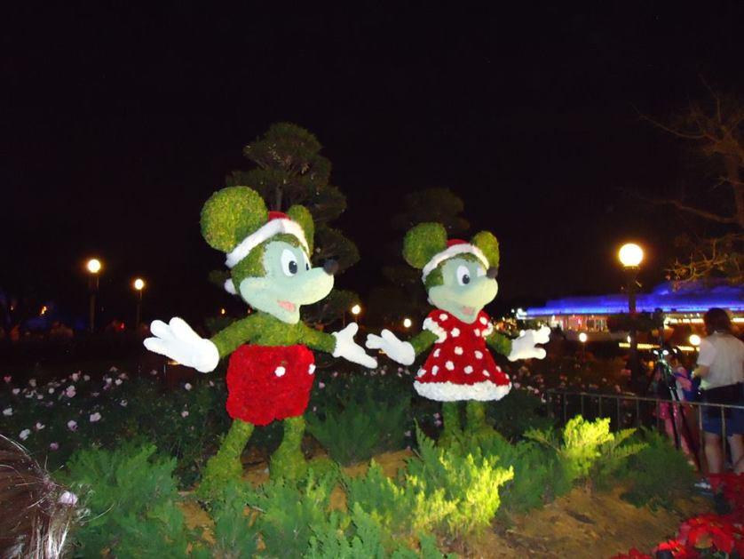 Mickey Minnie feitos de grama