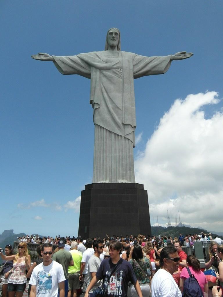 imagem-de-turistas-no-cristo-redentor