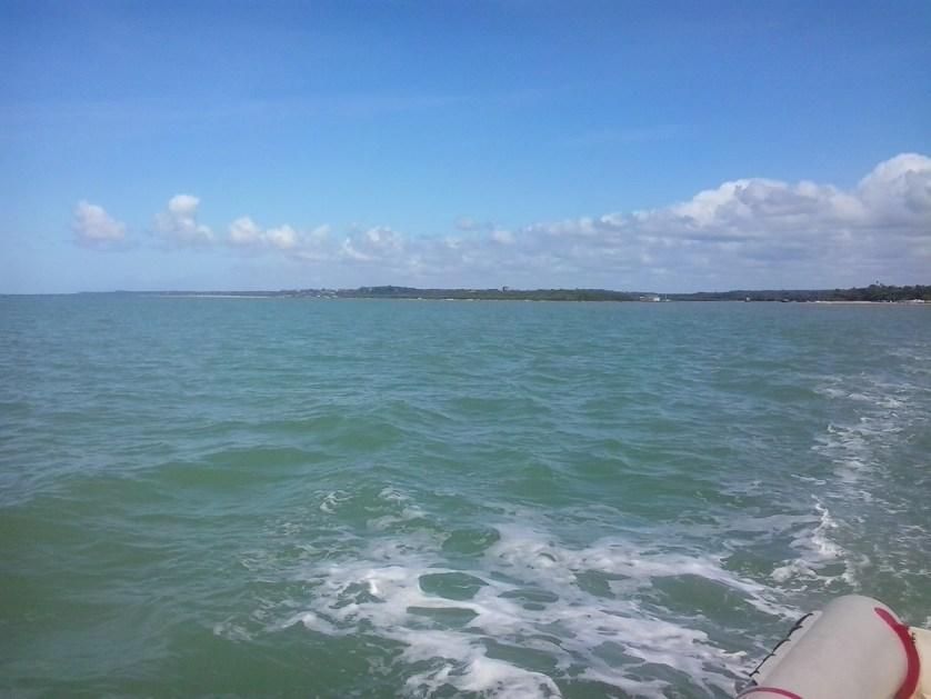 imagem-da-praia-de-dentro-do-barco