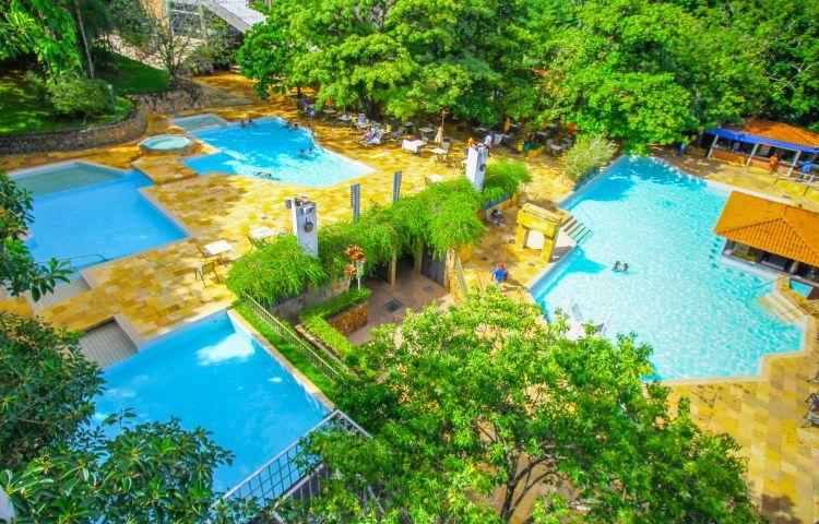 imagem-de-piscina-do-hotel