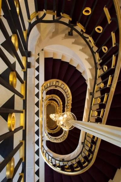 La-Reserve-Paris-Hotel-escalier