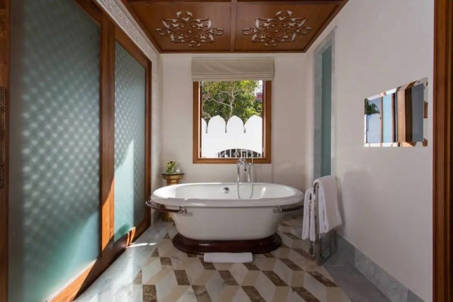 Royal_Residence_Mstr_King_Bathroom