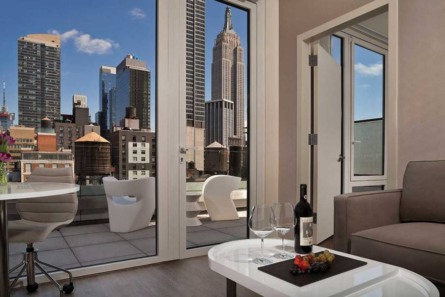 InnsideNewYork-Terrace-Suite_Empire-View