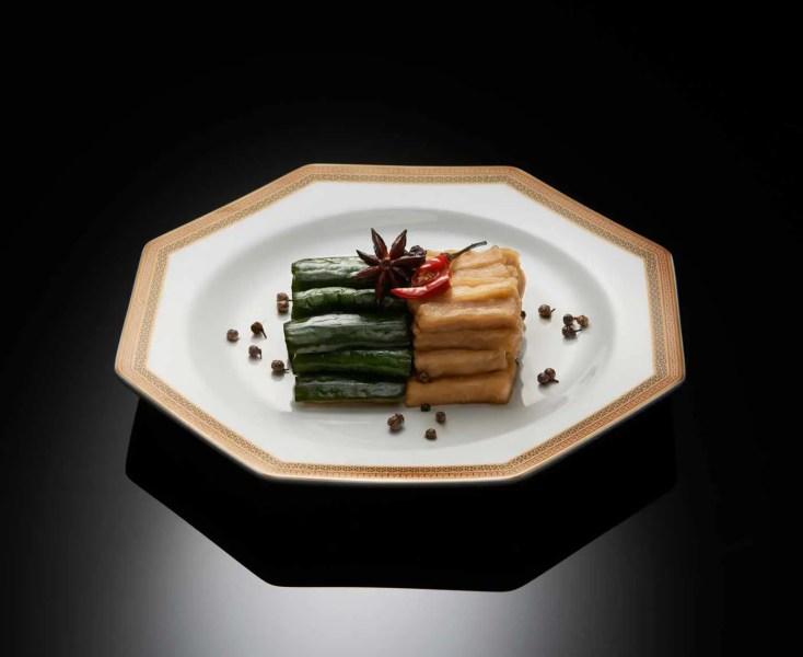 LiLi---Concombre-et-navet-en-salade,-sauce-au-poivre-du-Sichuan---Chilled-cucumber-and-turnip-with-Sichuan-pepper-sauce-(2)