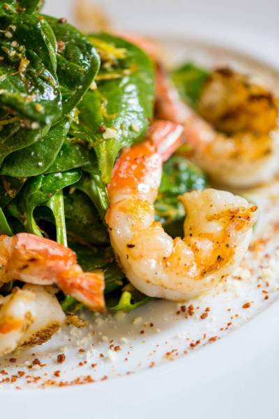 Matsuhisa-Paris--Baby-Spinach-Salad-w-Grilled-Shrimp-©Henry-Hargreaves