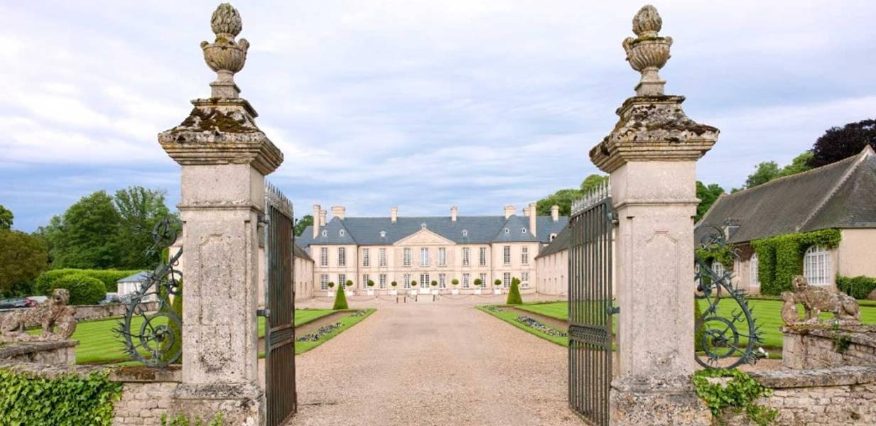 Château-d'Audrieu_Cour-d'honneur_1