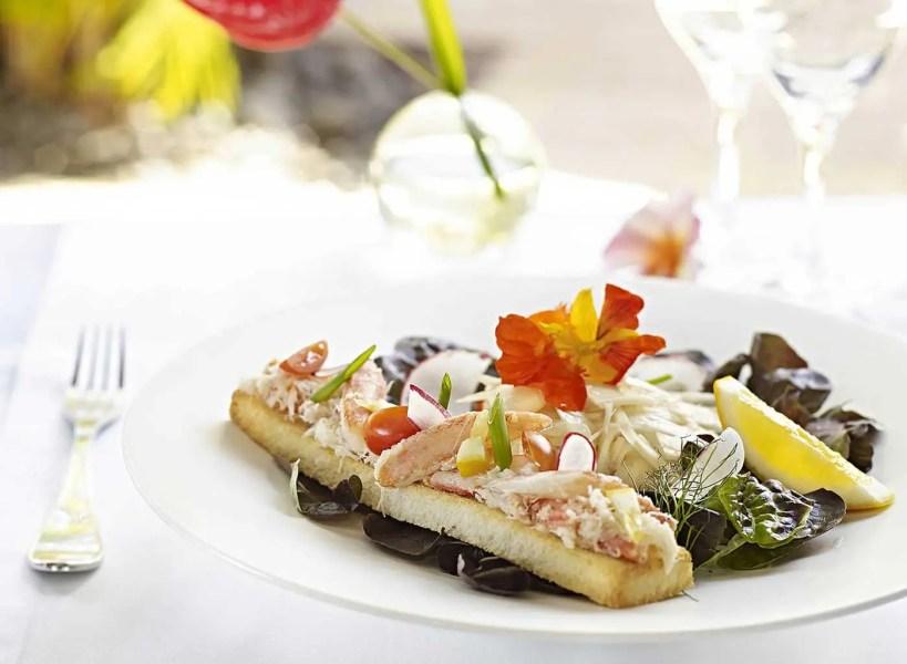 deck_entree_toast_king_crabe_et_gingembre_mangue_salade_coeur_de_cocotier_534_54b63a82c441