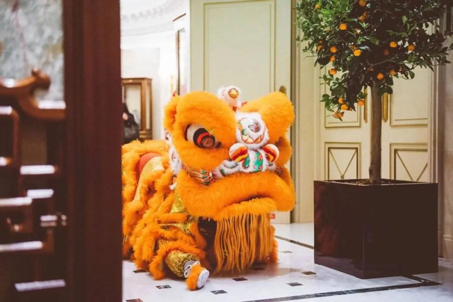 Danse-des-lions---Nouvel-An-Chinois---Shangri-La-Hotel,-Paris