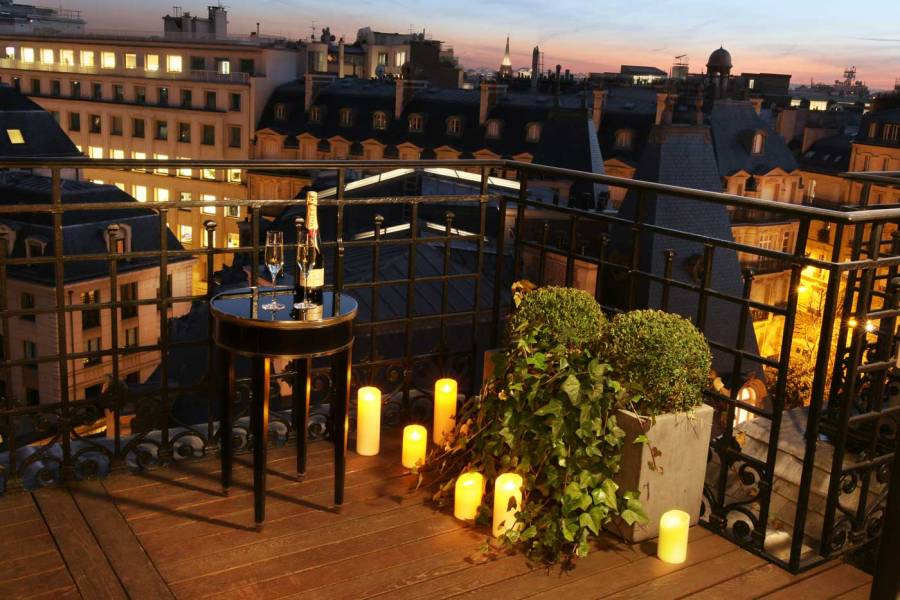 San-Régis-Paris-_Terrasse-Junior-Suite-de-Luxe-nuit