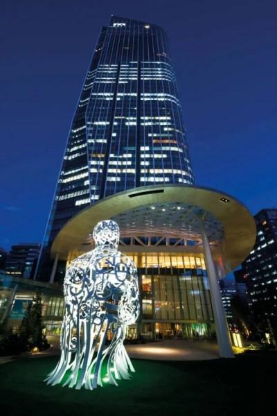 Andaz-Tokyo-Toranomon-Hills-Entrance-Nighttime-copie