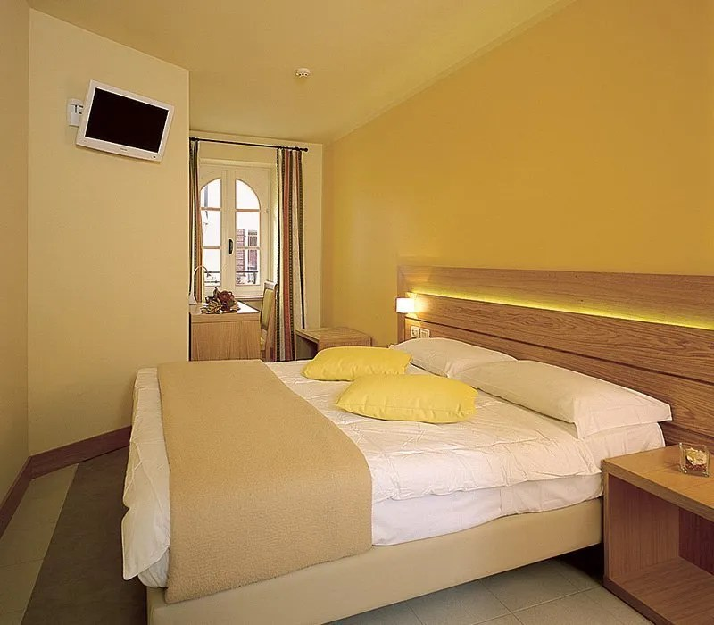 Hotel In The Historic District Of Bardolino Best Prices