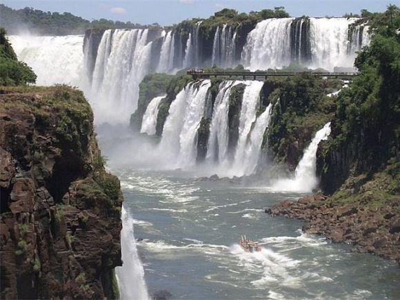 водопадам Игуасу