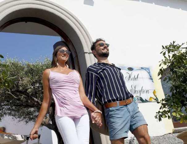 01-Hotel-La-Scogliera-Ischia-01-Albergo-06_compressed