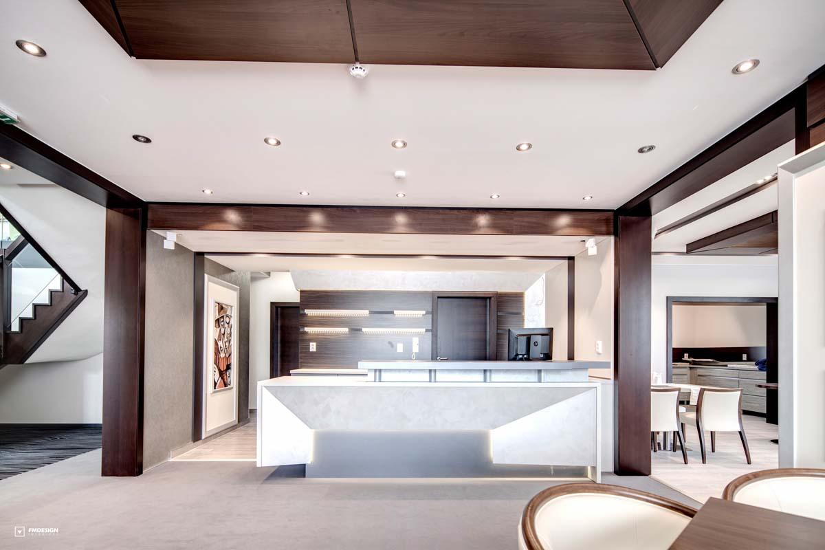 Hotelovy nabytok interier recepcia