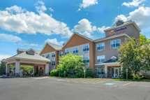 Comfort Suites Marquette Hotel