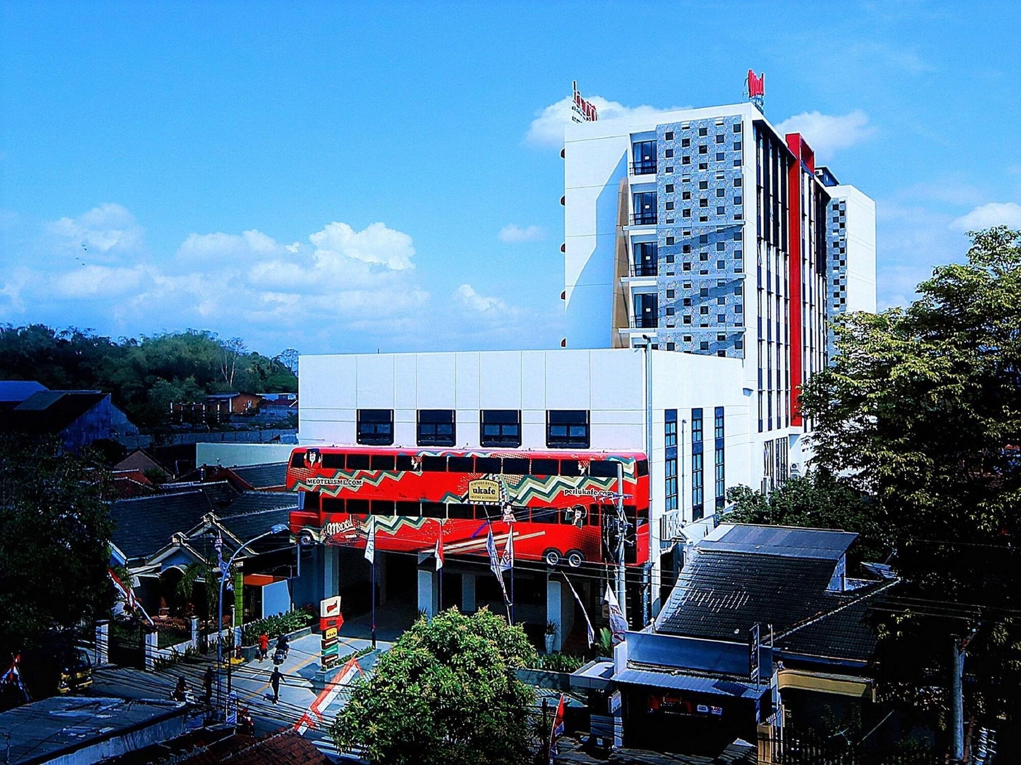 Hotel Royal Jember : hotel, royal, jember, Royal, Hotel, Lounge,, Jember,, Indonesia, Bandingkan, Promo