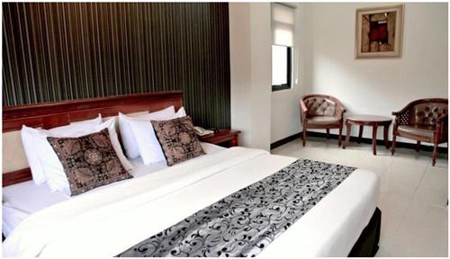 8. HOTEL ASTON TROPICANA BANDUNG