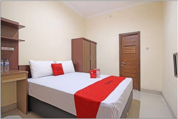 View Kamar RedDoorz near Hartono Mall 3