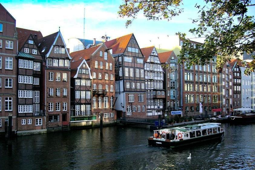 Hotels Near Trains | Hamburg