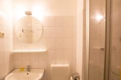 helles freundliches Badezimmer in Ferienwohnung in Zinnowitz