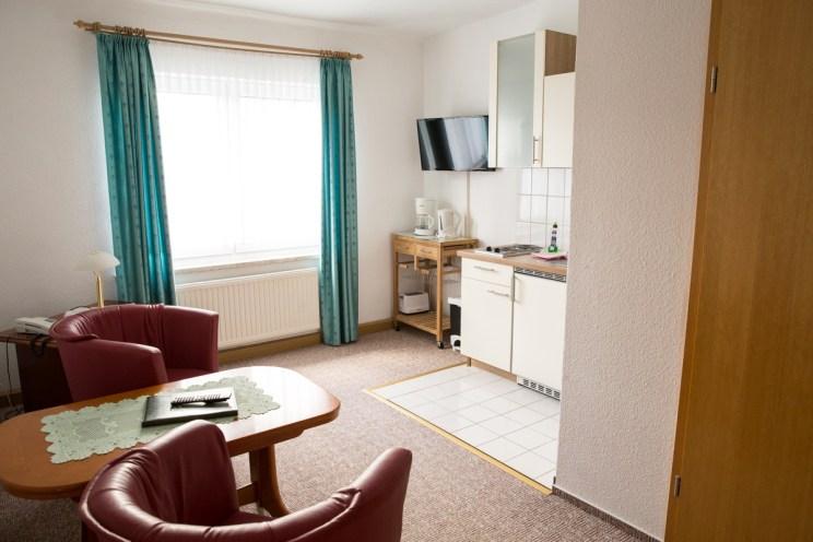 Ferienwohnung ruhig gelegen in Zinnowitz mit Sitzecke und Küche sowie Fernseher