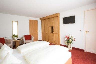 helle geräumige Hotelzimmer im Waldidyll in Zinnowitz auf Usedom