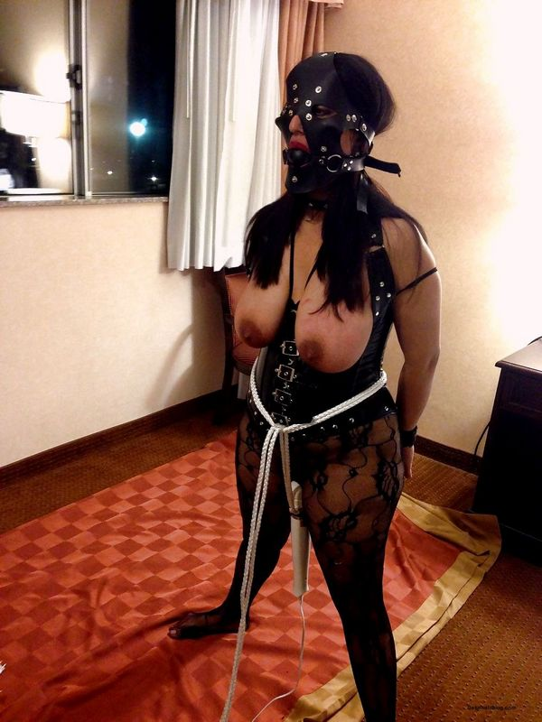 Indian MILF aunty enjoying bondage sex with jijaji hotel room pics