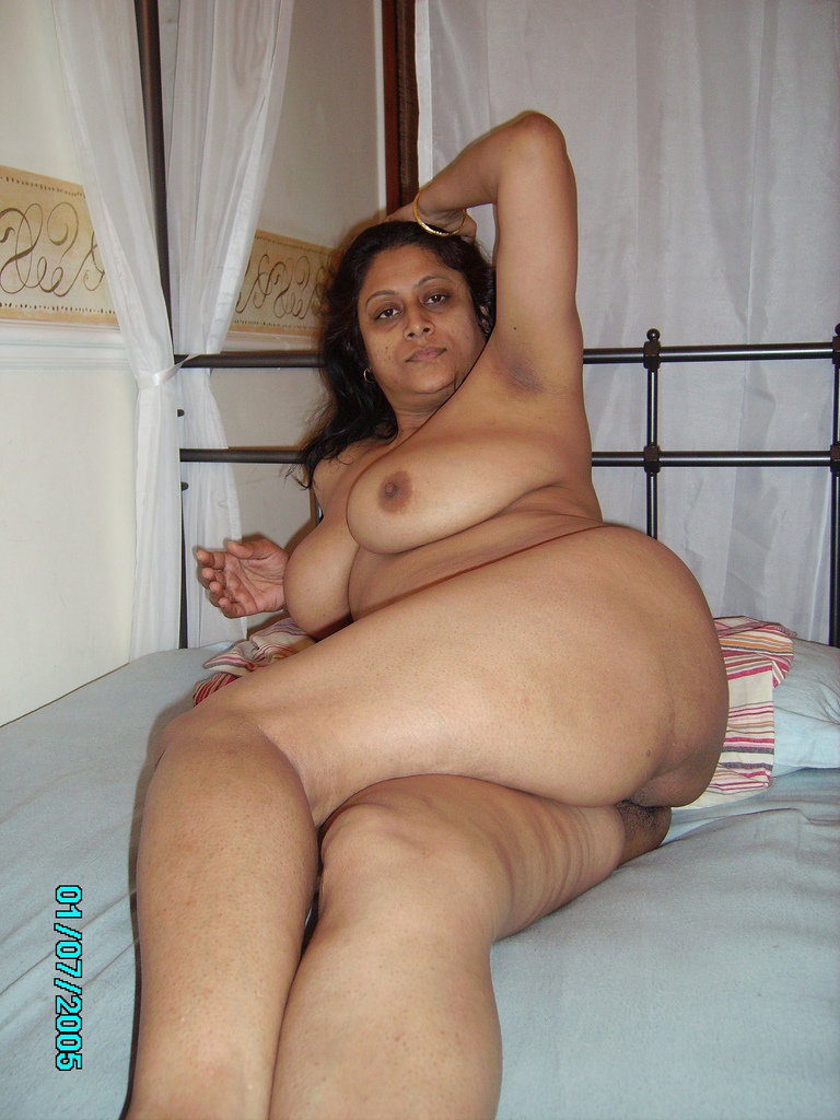 Desi Bhabhi With Big Boobs showing