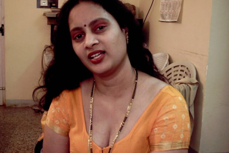 Bhabhi removing blouse showing boobs