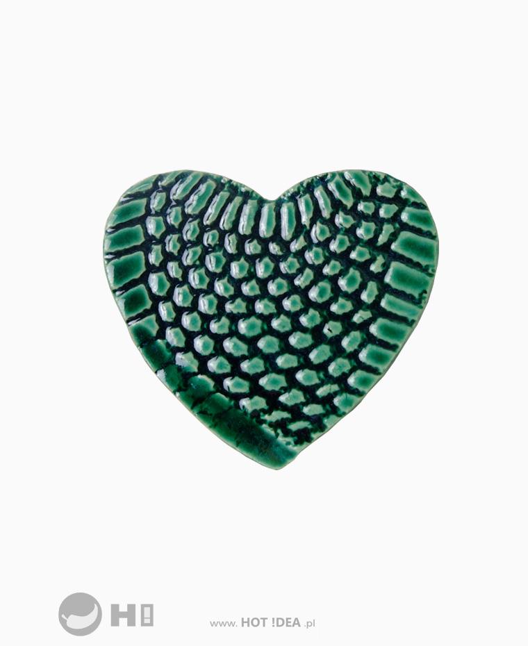 gadżet reklamowy, ceramiczny magnes na lodówkę w kształcie serca, produkty wykonane ręcznie. Lokalne rzemiosło.
