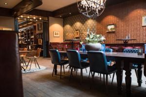 Grand Café De Dikke Van Dale Twee Keer Zo Dik Hot In Het Noorden