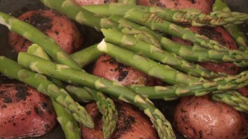 Hot Kitchen Red Potatoes in White Wine with Asparagus Recipe Demonstration