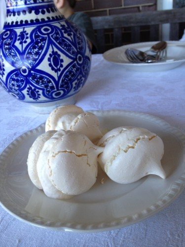 Meringues with whipped cream