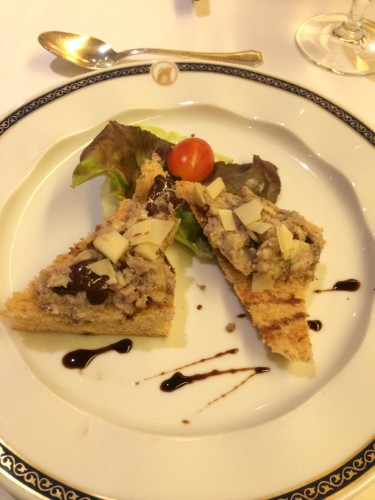 Appetiser:  Artichoke and Olive Bruschetta.  I didn't like this.  The bruschetta was very soft.