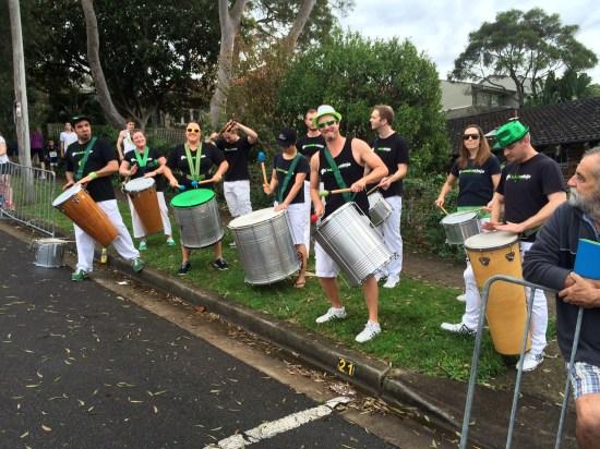 A cheer-squad-band at the half-way point