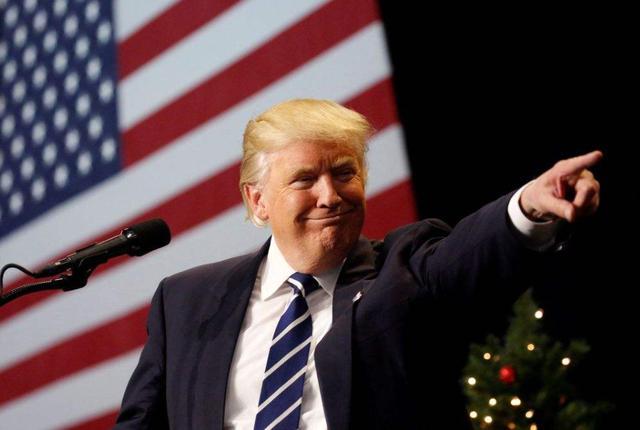 """""""还没完!""""拜登宣布胜利后,特朗普支持者们涌向各州议会大厦"""