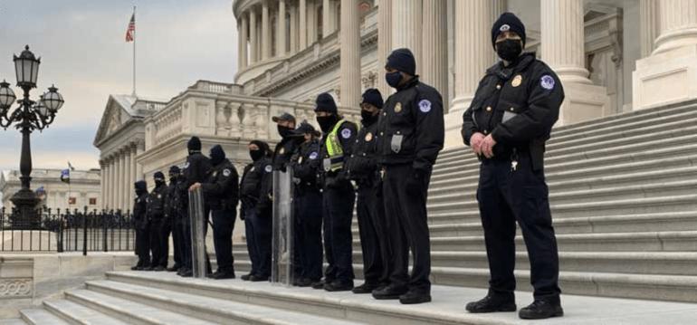 越查越吓人!美国军人参与国会山暴乱不算事,加入极端组织才难办