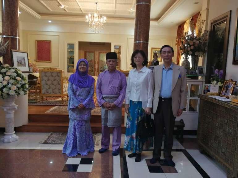 新加坡王室后裔现状:靠领补助金度日,王子还去做过保洁工