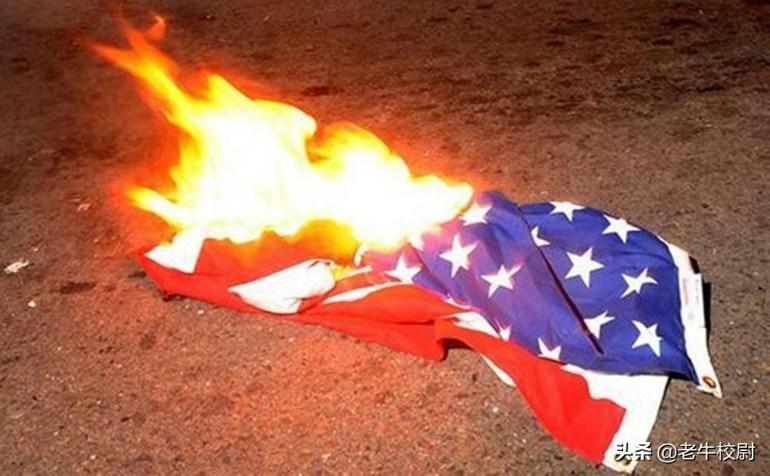 3月28日,拜登迎来5条坏消息,美国直升机坠毁,监狱发生暴乱