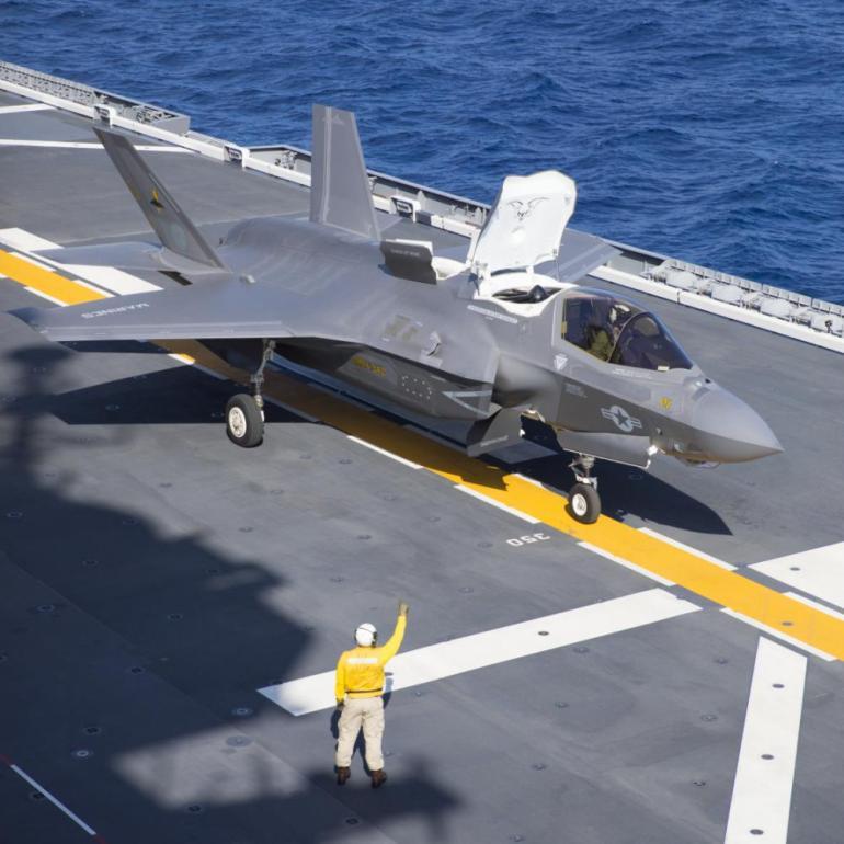 出云号起降五代机,日本高调宣传,航母一步到位,解放军迎来挑战
