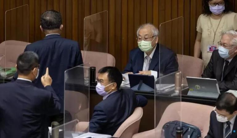 """台高官不知民间疾苦 苏贞昌却大赞""""小事糊涂、大事清楚"""""""